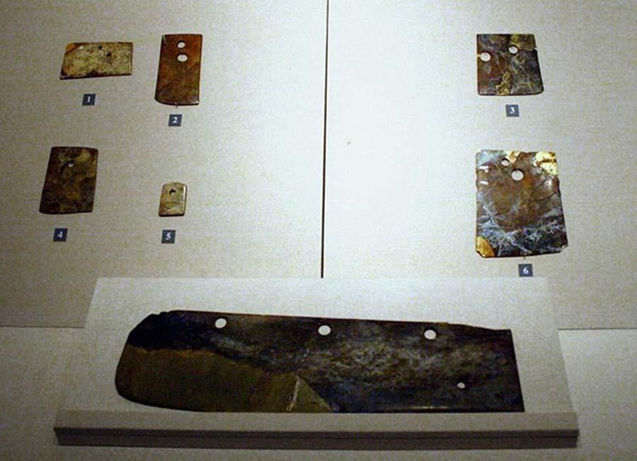 Elementos de jade producidos en el período de la cultura Longshan y expuestos en la actualidad en el Museo de Shandong. (CC BY SA 3.0)