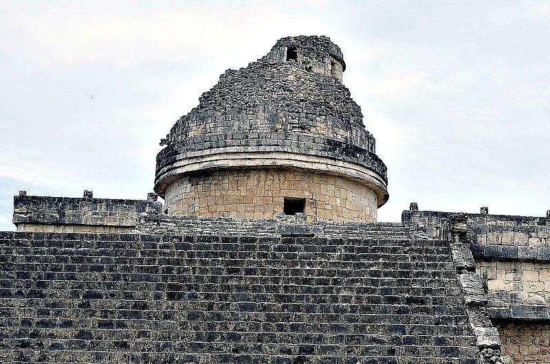 Portada-Torre de El Caracol, antiguo centro maya de observación astronómica ubicado en Chichén Itzá, México. (Public Domain)