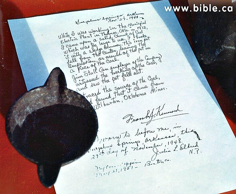 La olla encontrada por Frank J. Kennard y una carta suya manuscrita, confirmando su hallazgo. (Fotografía: Epoch Times)