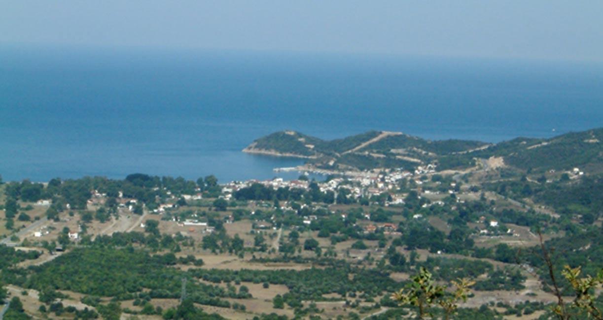 Olymbiada en la península Calcídica, Grecia. Vista desde el noroeste en la que se puede observar el emplazamiento de la antigua Estagira. (Public Domain)