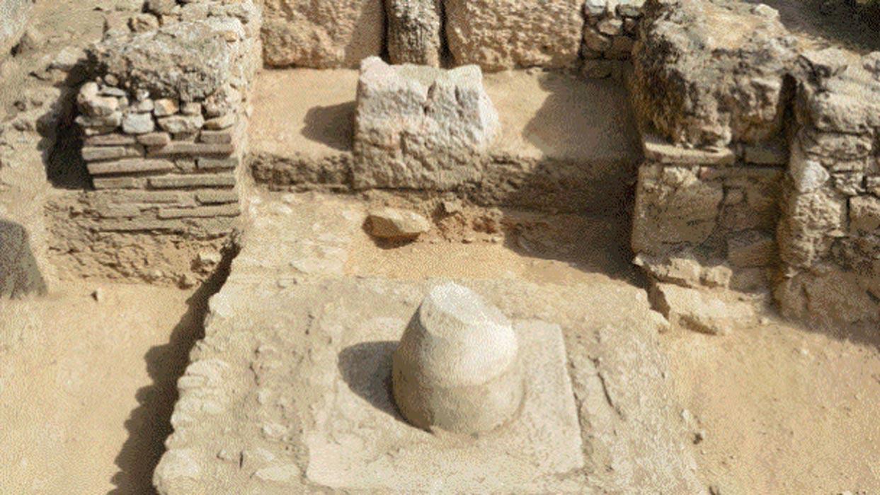 Desenterrado en atenas el primer pozo or culo conocido for Marmol significado
