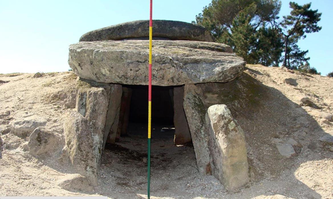 La orientación de las tumbas de pasadizo sugiere que su alineamiento estaba destinado a ofrecer un punto de observación de Aldebarán, la estrella más brillante de la constelación de Tauro. Fotografía: Universidad de Gales Trinity Saint David/Universidad Trent de Nottingham