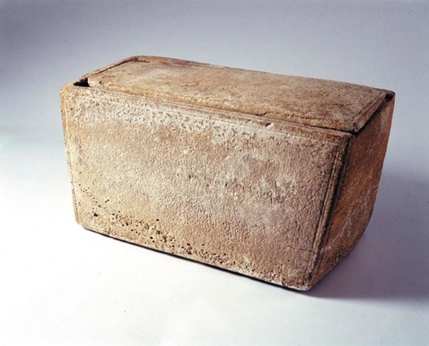 El material hallado en el interior del Osario de Santiago, que según algunos investigadores podría albergar los restos del hermano de Jesús, está siendo secuenciado actualmente por genetistas. (CC BY-SA)
