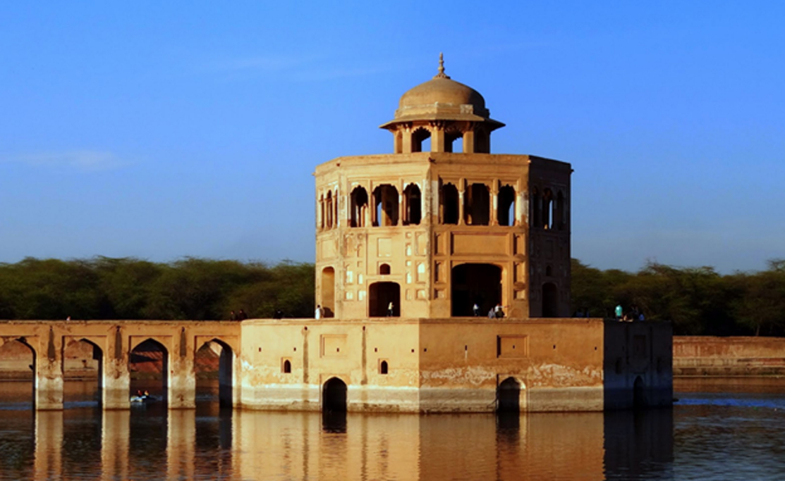 Pabellón de agua típico de la arquitectura del Imperio Mogol. (splendidpak)