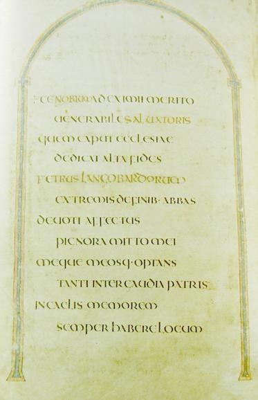 """Página con dedicatoria; """"Ceolfrith de los ingleses"""" fue cambiado por """"Peter de los lombardos"""". (Dominio público)"""