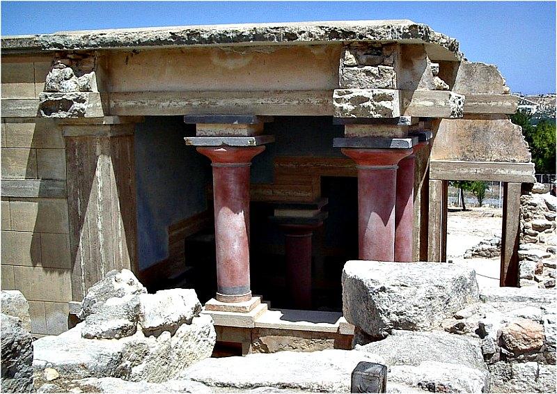 Hace unos 3.500 años, una gigantesca ola arrasó la civilización minoica por completo. En la imagen, acceso a las cámaras reales del Palacio de Cnossos, el más importante de los palacios minoicos de Creta, Grecia. (Public Domain)