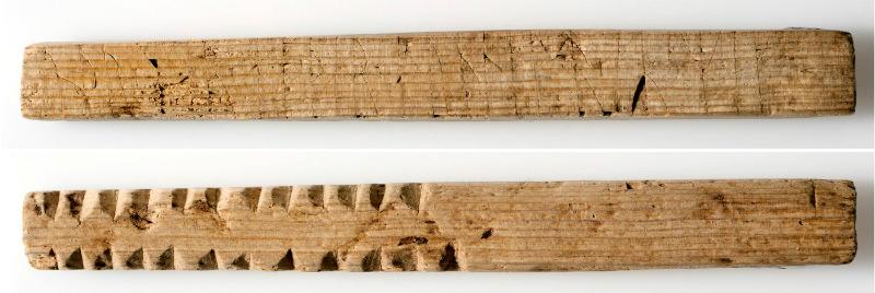 """Inscripción rúnica romántica y muescas de control: """"Por favor, ámame"""" por un lado (arriba), y las muescas en el otro (abajo), señalando probablemente el número de sacos o barriles que fueron descargados o cargados en barcos mercantes. El palo de madera es de unos 11 centímetros (4,3 pulgadas) de largo. (Imagen: Svein Skare, Museo de la Universidad de Bergen)"""