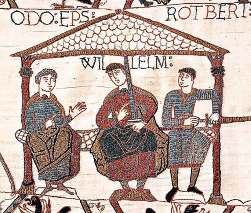 Panel del tapiz de Bayeux - éste en concreto representa al obispo Odón de Bayeux, el duque Guillermo y el conde Roberto de Mortain. (Dominio público)