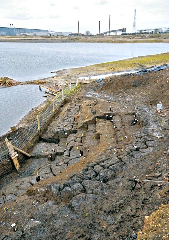 """Panorámica de parte del yacimiento arqueológico inglés de Must Farm, bautizado por los investigadores como """"La Pompeya de los Pantanos"""". (Fotografía: La Gran Época/Must Farm)"""