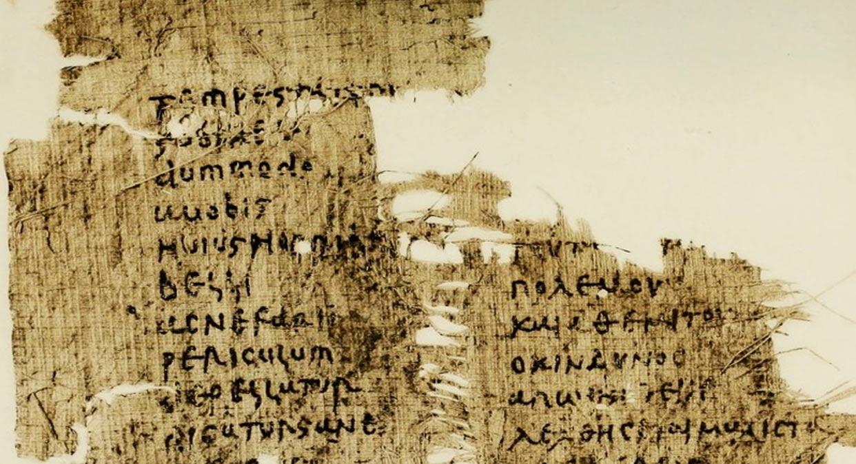 Papiro del siglo V en el que se observan las versiones en griego y en latín de un discurso de Cicerón. (Public Domain)