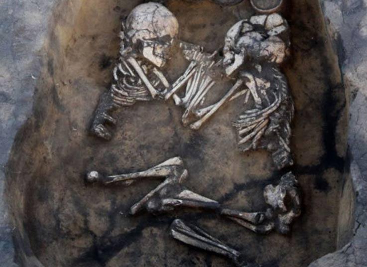 Pareja de la Edad del Bronce hallada en Novosibirsk, Rusia. (Amfipoli News)