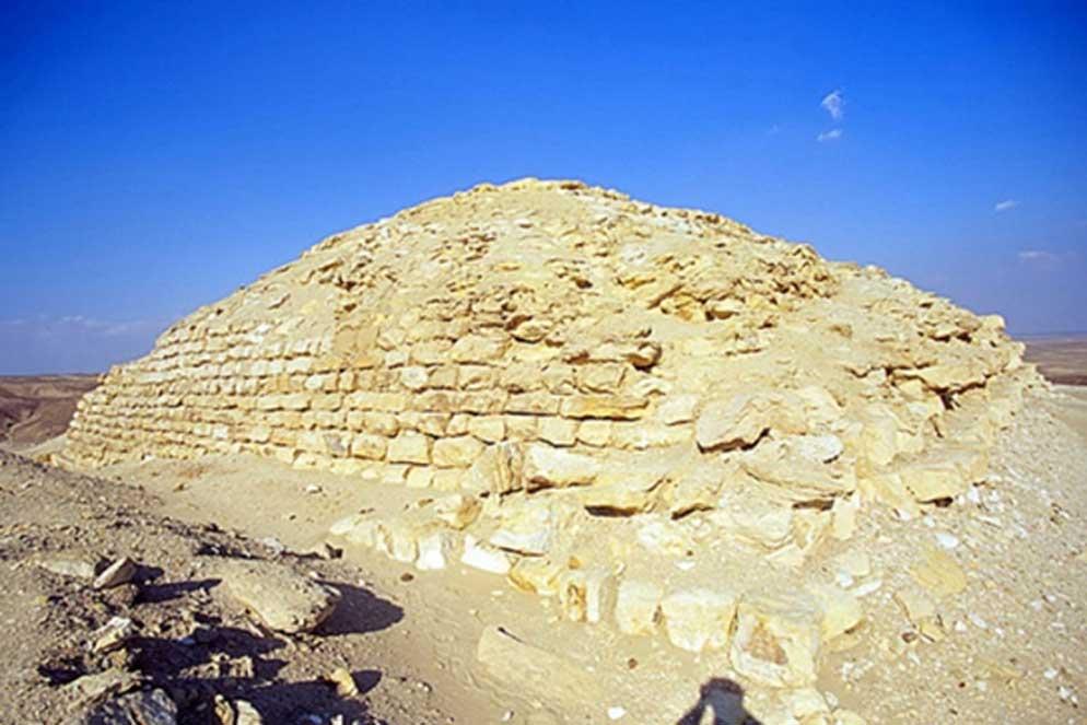 Esta pequeña pirámide data aproximadamente del año 2.500 a. C., la misma época en que fue construida la Gran Pirámide de Guiza. Cortesía de Brigham Young University Excavations.