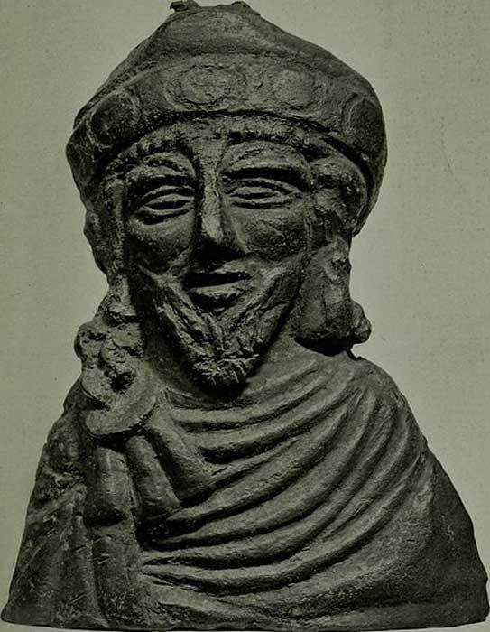 Pesa de bronce para romana. Probablemente represente al emperador bizantino Focas (Dominio público)