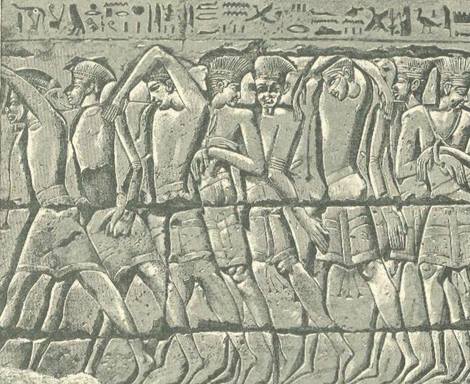 Cautivos filisteos, tumba de Medinet-Habu, en Egipto (Wikimedia Commons)