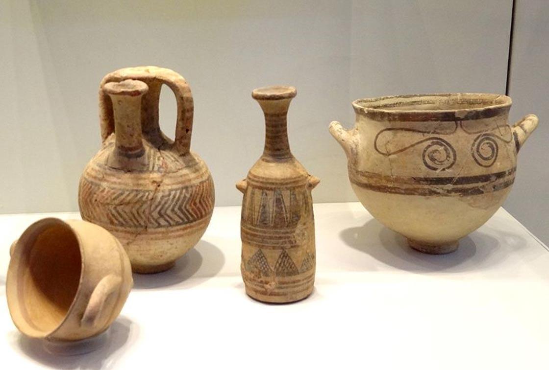 Objetos de Cerámica Filistea. (Wikimedia Commons)