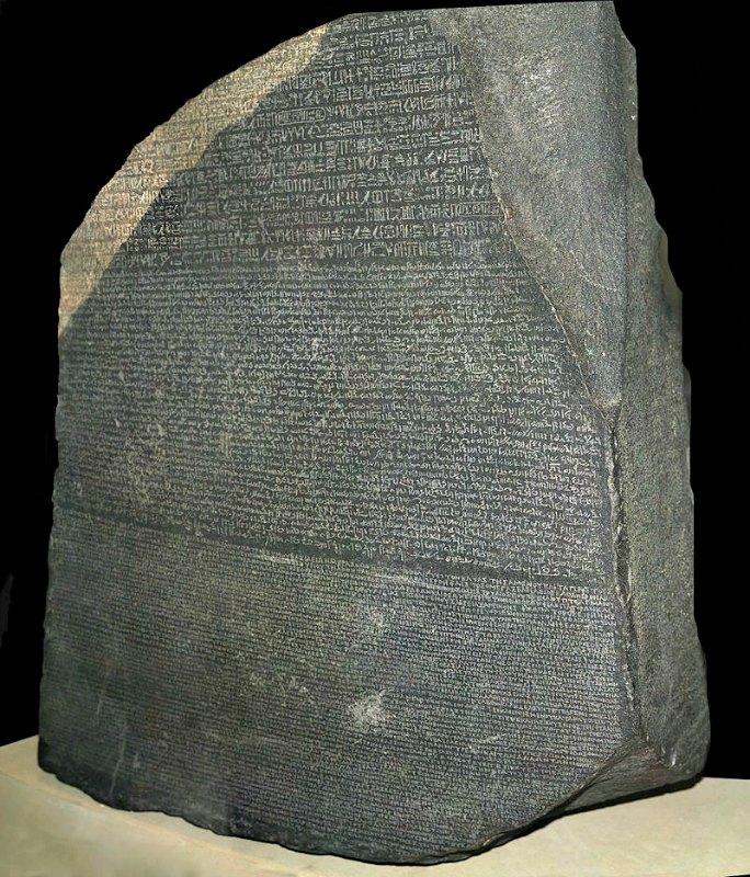La Piedra Rosetta, un hallazgo gracias al cual se consiguió traducir los jeroglíficos egipcios. Museo Británico, Londres, Inglaterra. (Hans Hillewaert/CC BY-SA 4.0)