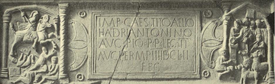 """La Piedra de Bridgeness, hito romano del Muro de Antonino. (Dominio público) Obsérvese el hombre decapitado en la parte inferior del panel izquierdo: originalmente su cuello """"goteaba"""" pintura de color rojo sangre."""
