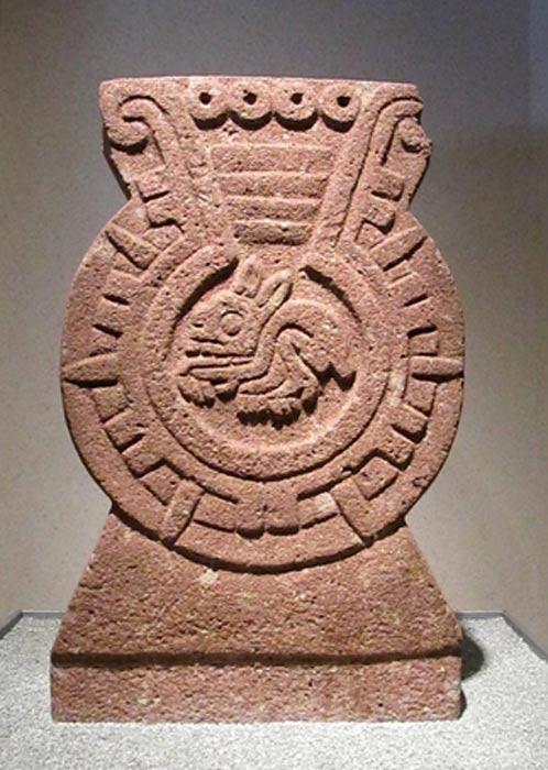 Piedra azteca labrada con la figura de un conejo. Museo Antropológico de Ciudad de México. (Elainn / DeviantArt)