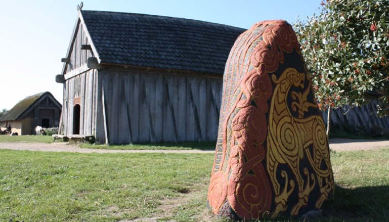 Piedra rúnica en el VikingeCenter de Ribe. (Ribe VikingeCenter)