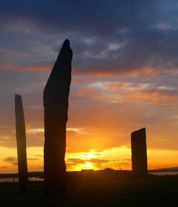 Puesta de Sol en las Piedras de Stenness, islas Orcadas, Escocia. (Fantoman400/CC BY SA 3.0)