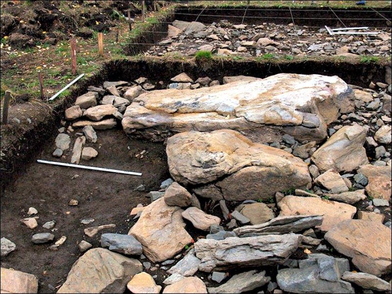 Las piedras más grandes iban colocadas en los bordes del contorno y las más pequeñas en su interior. (Fotografía: Stanislav Grigoriev/The Siberian Times)