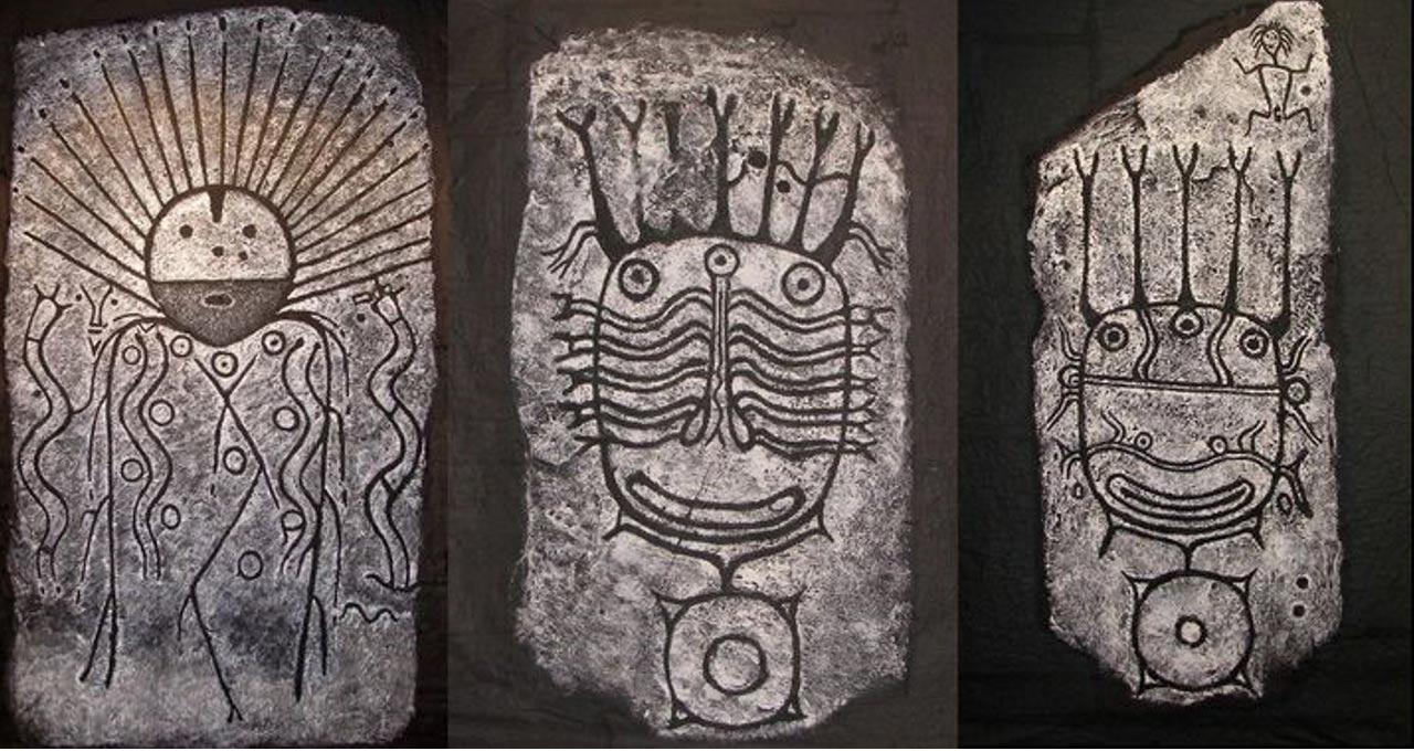 Piedras con petroglifos de la cultura Okunev (primera mitad del segundo milenio a. C.), Museo Nacional de la República de Jakasia.