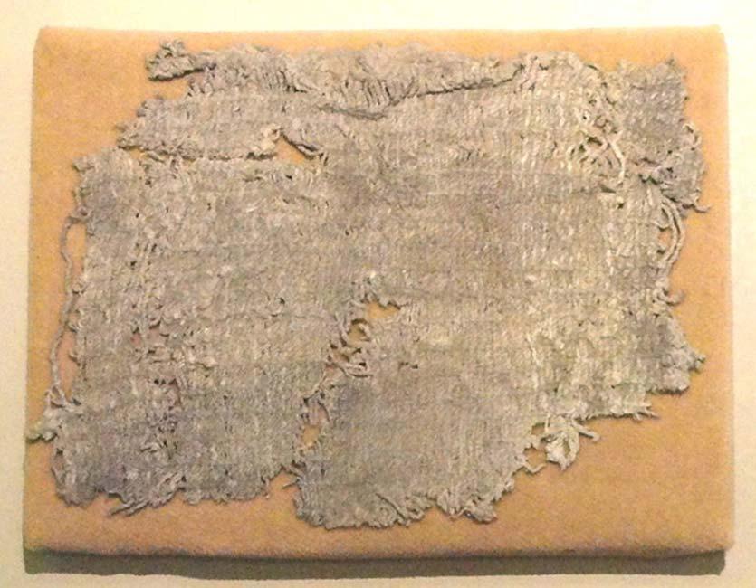 Retazo de una prenda de algodón hallada en Huaca Prieta, 2500 a. C. – Museo Americano de Historia Natural, Nueva York, Estados Unidos. (Public Domain)