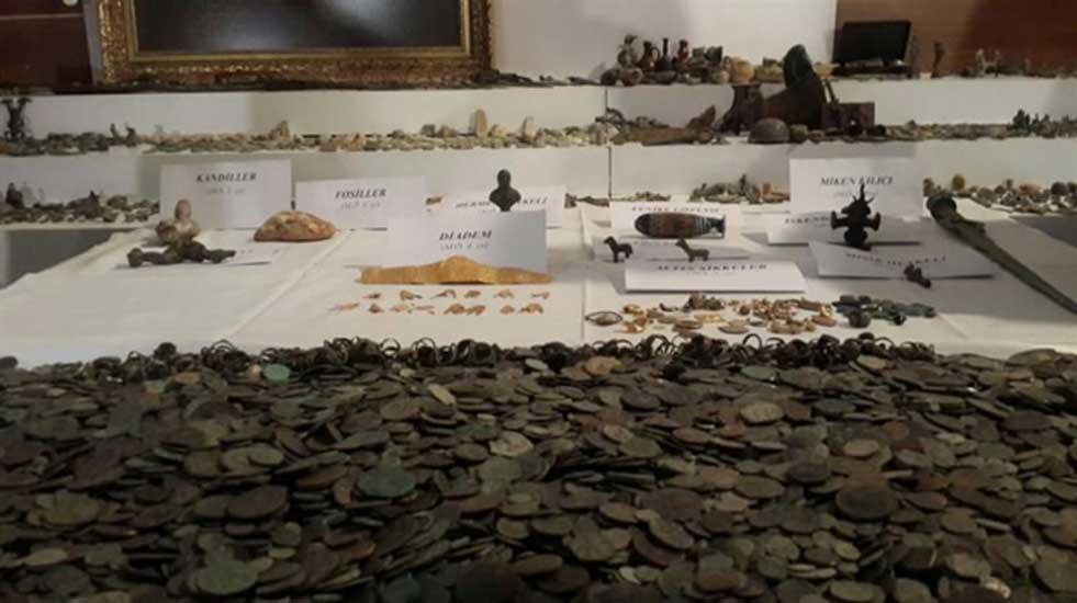 Algunos de los objetos incautados a los contrabandistas en Turquía. (haber7)