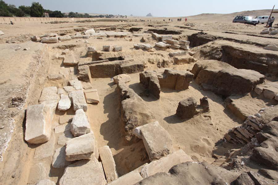 Vista del pilón de entrada al templo (Fotografía: Instituto Checo de Egiptología)