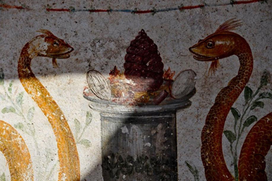 Las decoraciones del antiguo santuario incluían pinturas de serpientes y huevos, simbolizando estos últimos la fertilidad. (Parque Arqueológico de Pompeya)
