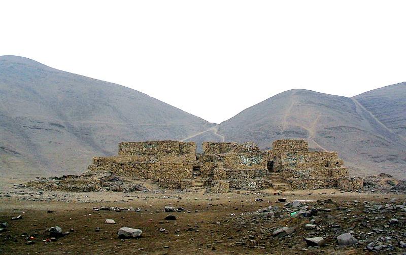Una de las pirámides del complejo de El Paraíso o Chuquitanta. (Dibojutri/CC BY-SA 3.0)