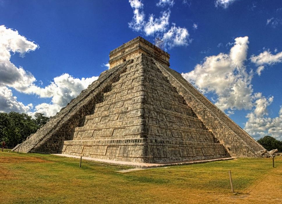 La pirámide de Kukulkán fue construida sobre un inmenso cenote (Daniel Mannerich / Flickr)