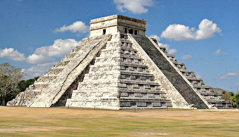 Ya en los años 30 del pasado siglo se encontró una primera subestructura oculta en el interior de la gran pirámide de Kukulkán. (Wikimedia Commons)