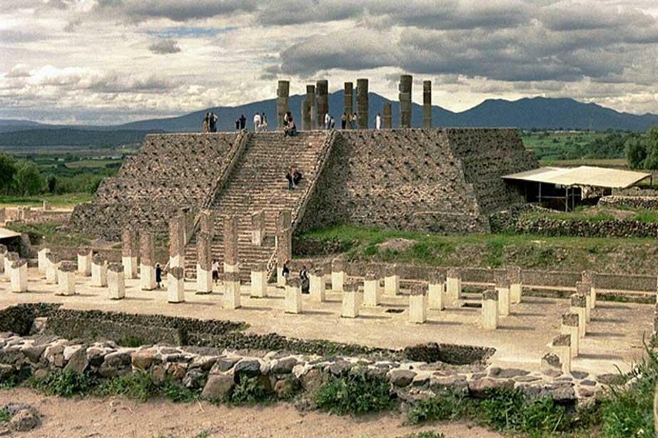 Pirámide en la gran ciudad de Tula (CC by SA)