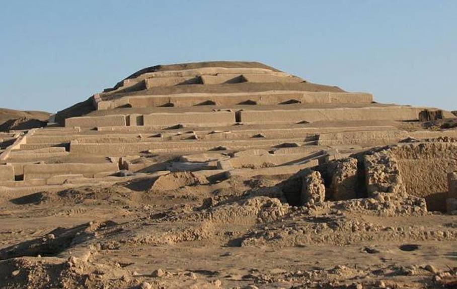 Pirámide de adobe de Cahuachi, Perú (Public Domain)