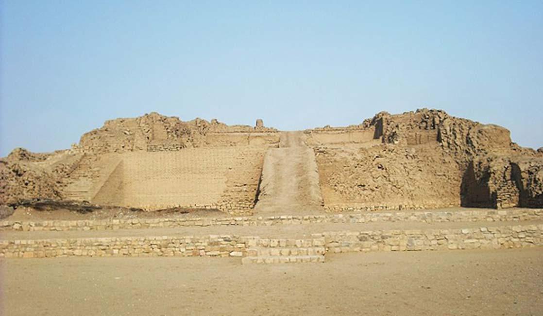 Pirámide con rampa en el yacimiento de Pachacámac. (CC BY 3.0)