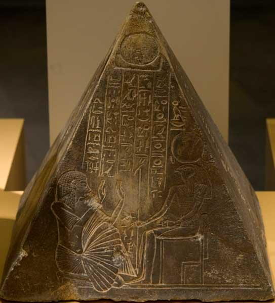 Piramidión del escriba real Pauty, Saqqara (Rob Koopman / Flickr)