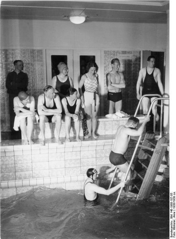 La piscina interior climatizada del Wilhelm Gustloff estaba situada en la cubierta E. (Bundesarchiv, Bild 146-1988-107-05 / Winterer, Anne / CC-BY-SA 3.0)