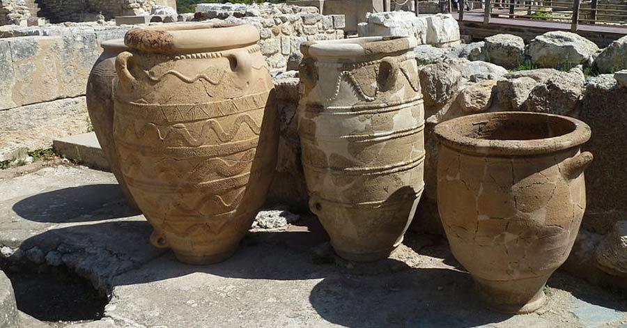Pithoi, tinajas de gran tamaño utilizadas para almacenar todo tipo de productos, Knossos, Creta. (CC BY SA 3.0)
