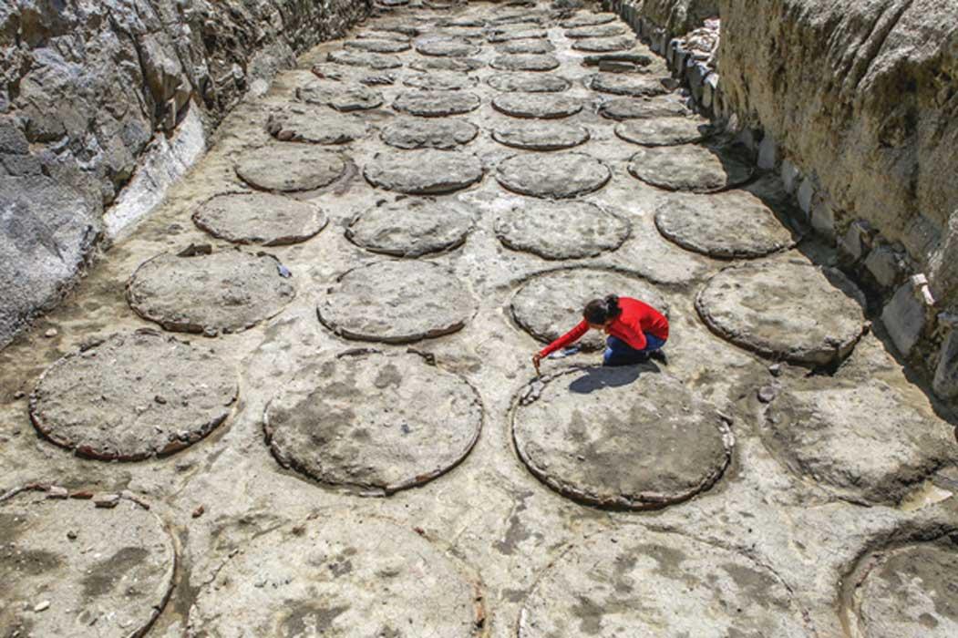 'Pithos' del castillo de Çavuştepe utilizados para almacenar cereales (Hurriyet Daily News)