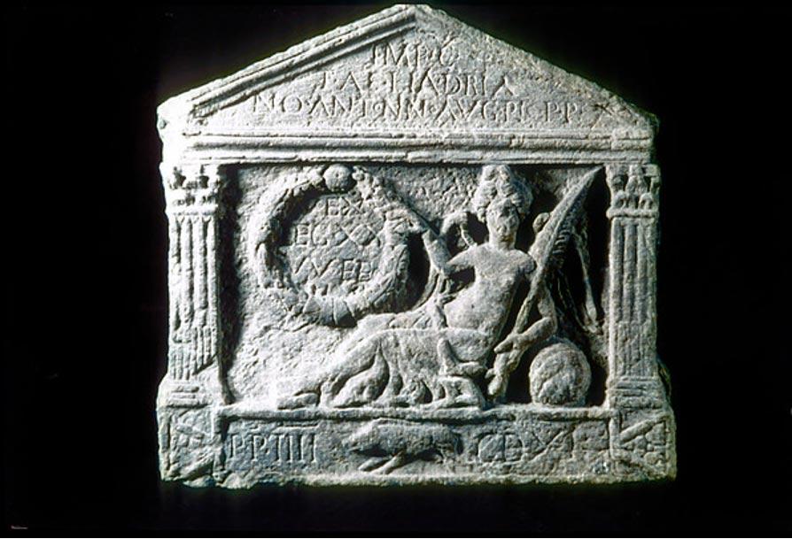 La Victoria representada en una placa de piedra de la Legión XX hallada en Clydebank. (The Antonine Wall)