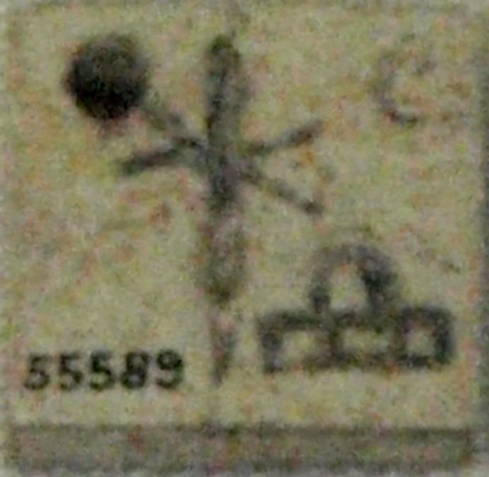 Placa de hueso con el nombre de la reina Neith-Hotep, hallada en Naqada, y datada en torno al 3100 a. C. (Museo Británico)