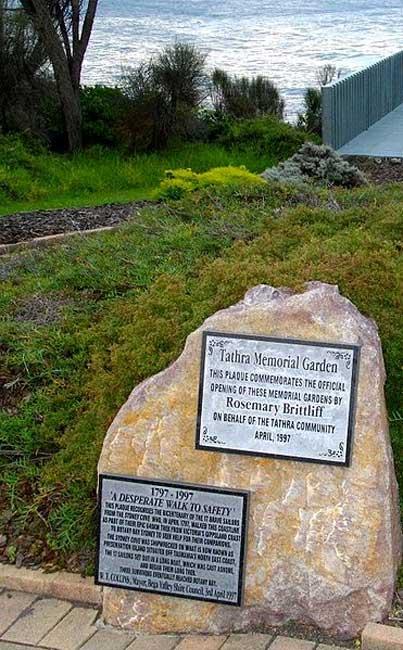 Placas del Jardín Conmemorativo Tathra dedicadas a los supervivientes del naufragio del Sydney Cove en 1797 y su penosa travesía hasta llegar a Port Jackson. (Brian Jenkins/CC BY SA 3.0)