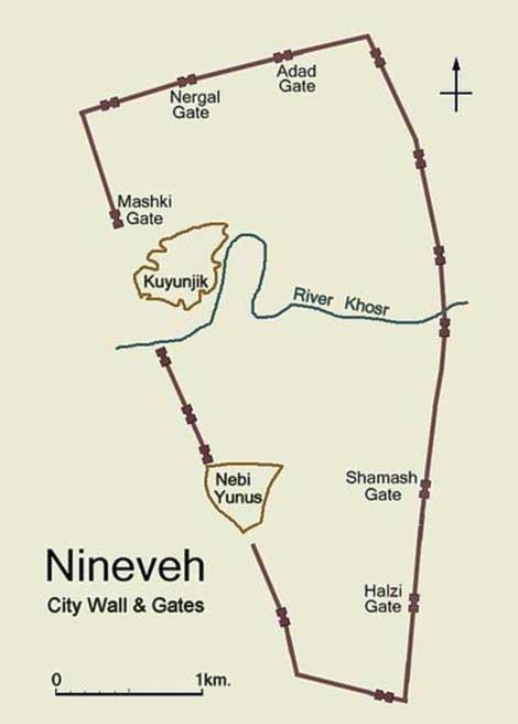 Plano simplificado de la antigua Nínive en el que podemos observar el trazado de la muralla y la ubicación de las puertas de entrada a la ciudad. Imagen creada por Fredarch. (CC BY-SA 3.0)