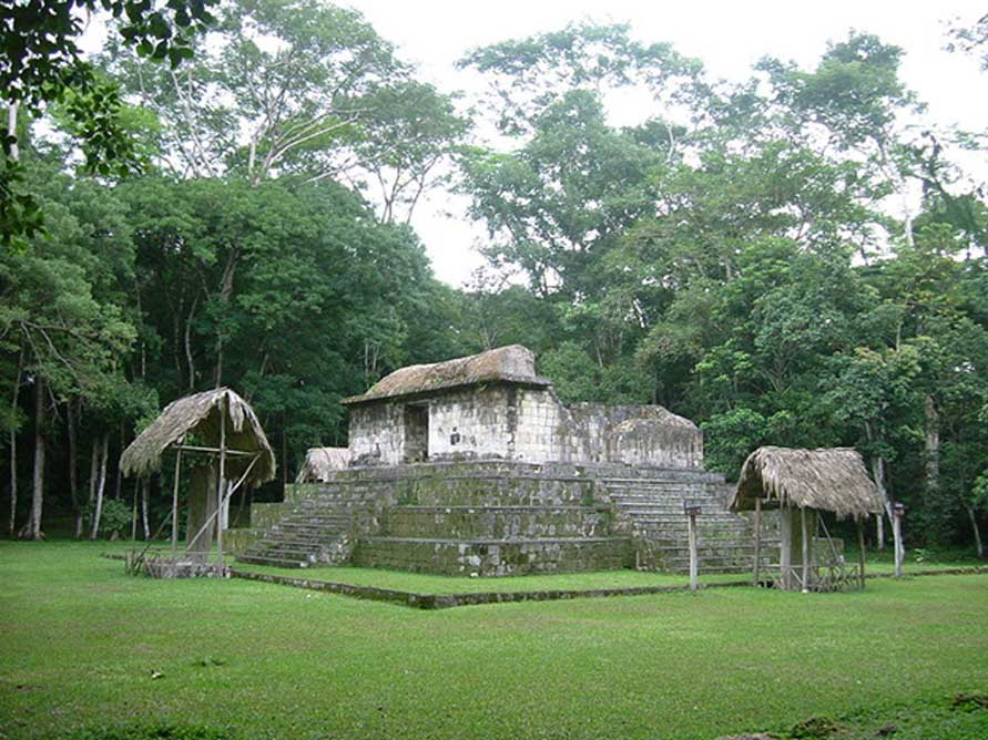 Templo en la Plaza Sur de Ceibal. (Sébastian Homberger/CC BY SA 3.0)