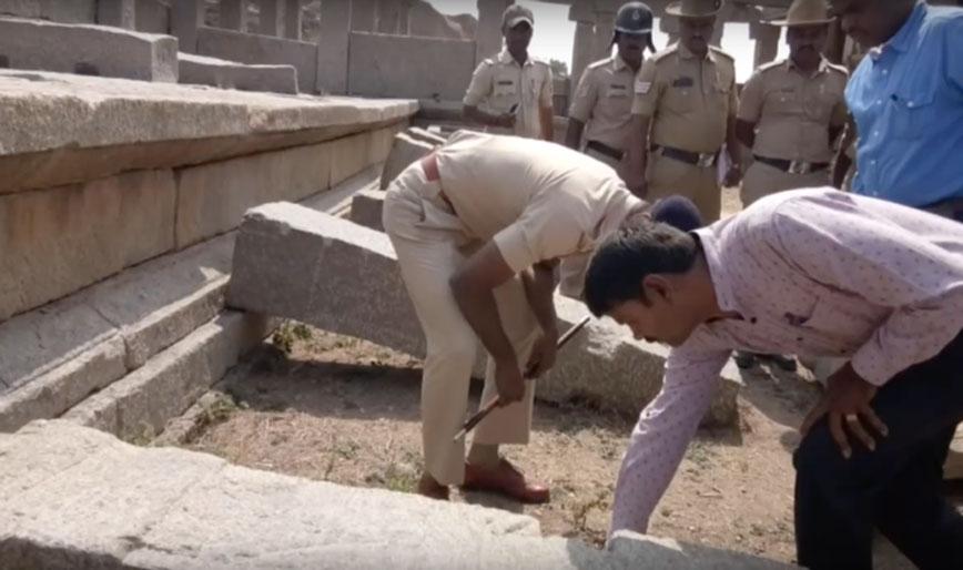 La policía visita el monumento para comprobar los daños ocasionados. (YouTube)