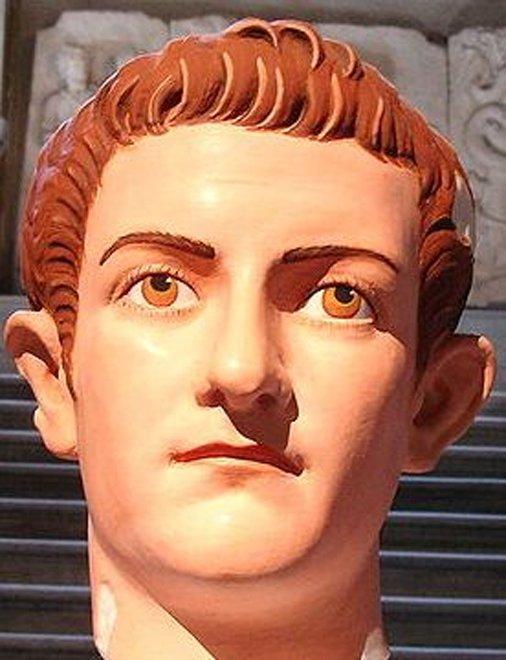 Museo Arqueológico de Estambul, sala 5 - Reconstrucción de la policromía original de un retrato romano del emperador Calígula (37 d. C. – 41 d. C.). (Commons)