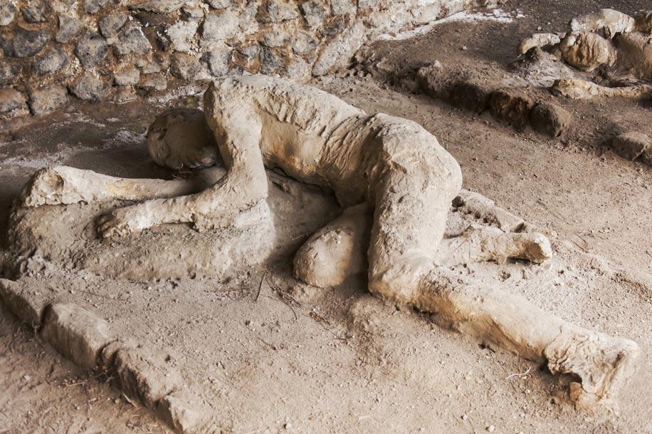 Los moldes de yeso de las víctimas de Pompeya fueron examinados mediante Tomografía Computadorizada para revelar lo que había bajo su superficie. Imagen: BigStockPhoto