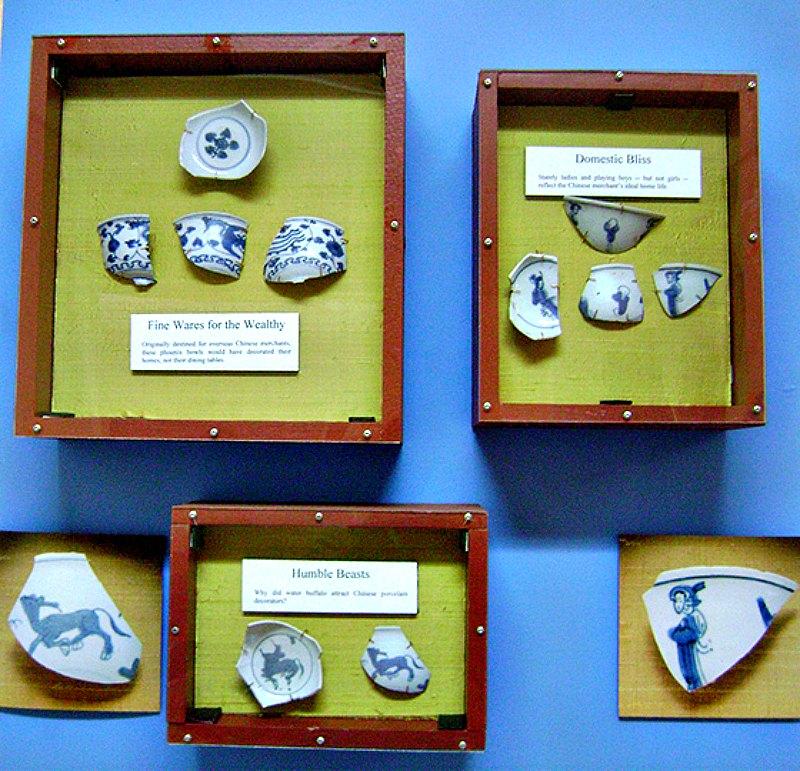 Algunos de los numerosos fragmentos recuperados de porcelanas chinas, pertenecientes a la dinastía Ming. (Fotografía: INAH/Fernando Oviedo)