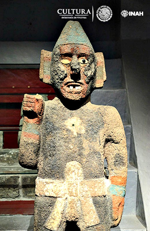 Antiguo portaestandarte de basalto mexica. (Fotografía: Héctor Montaño/INAH).
